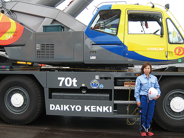 A female operator and her 70t rough terrain crane with our anniversary painting.